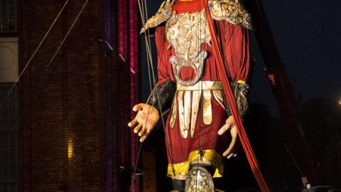 salvador marioneta gigante