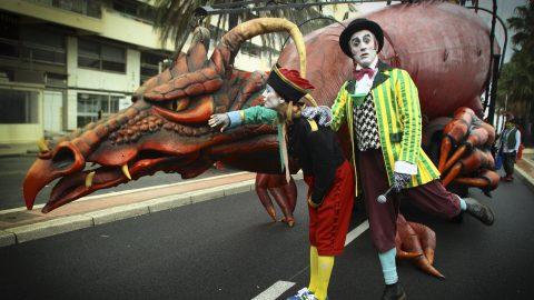 contratar dragón para desfile
