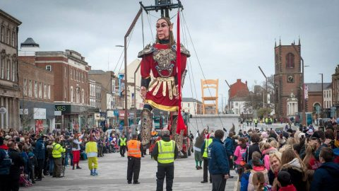 desfile de marionetas gigantes