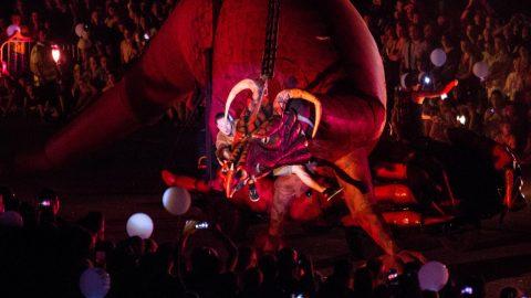 escultura de dragón movil para desfiles