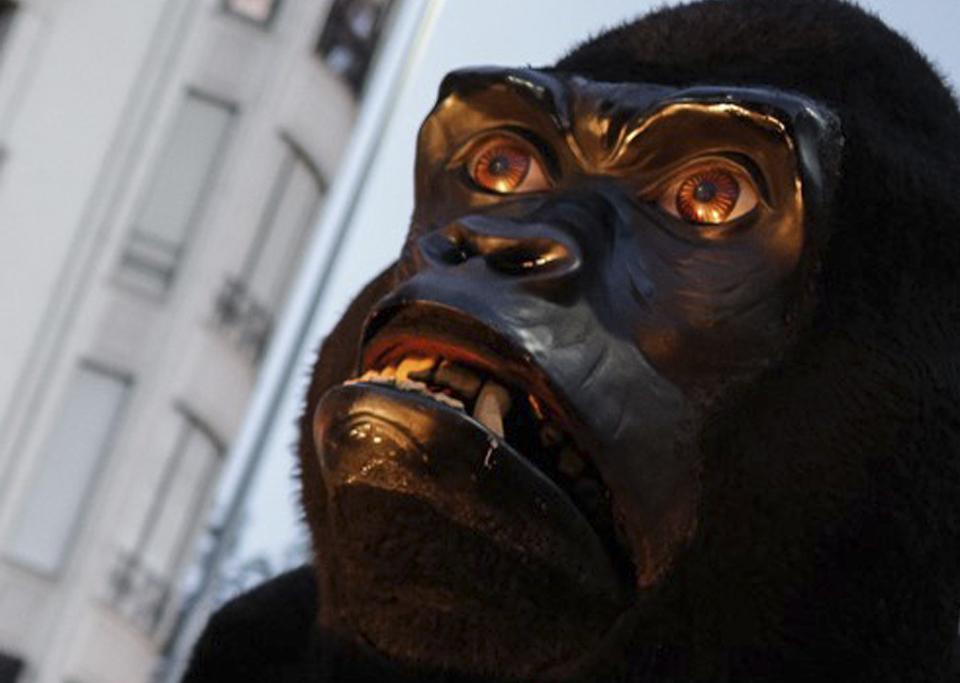 escultura gorila articulada para eventos