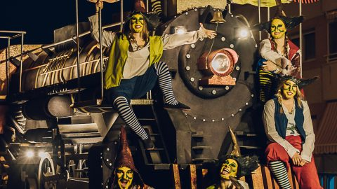 espectáculo tren a vapor para desfiles