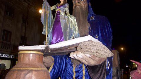 mago gigante para desfiles
