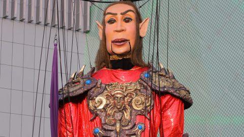 marioneta articulada gigante guerrero