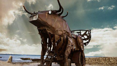 toro de hierro gigante para cine fantástico